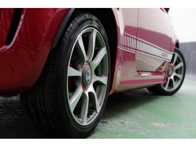 アバルト500の魅力は、車が動き出した次の瞬間から体感できます。