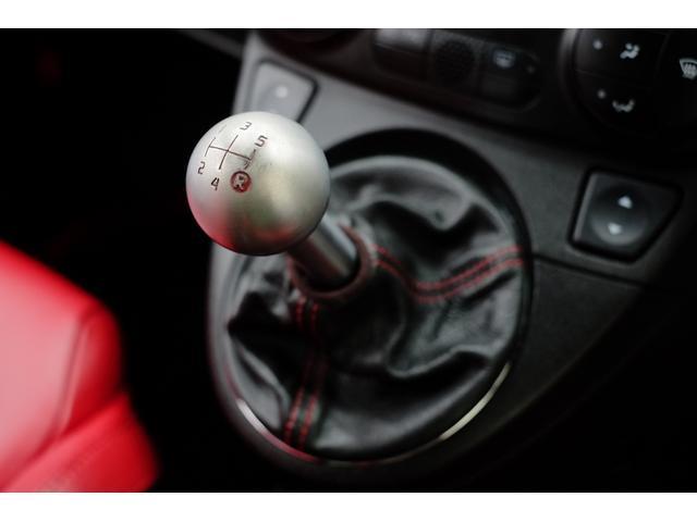 ATが主流になってきた今、本来の車の操る楽しさを是非アバルトのMTが教えてくれます!