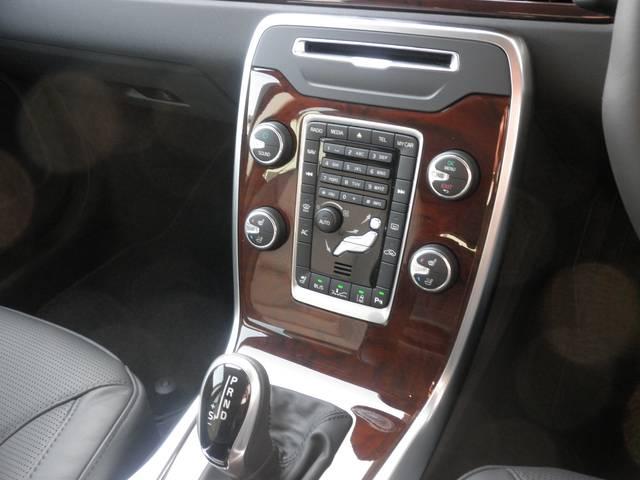 ボルボ ボルボ V70 T4 SE 黒革 HDDナビ キセノン セーフティパッケージ