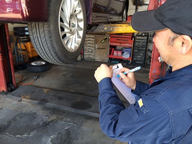 車検の際は念入りに1つ1つの項目をチェックします