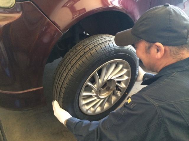 タイヤ交換も承ります。シーズン時期は込み合いますのでご予約ください