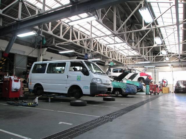 国産輸入車・年式等を問わず整備いたします