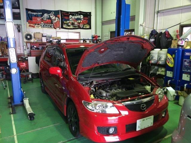 トップテックではカーディーラー並みの設備と国家資格整備士による車検や修理を行います。