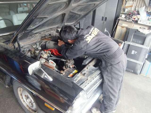 国家資格を持った専門の整備士が常時待機!入庫時の点検から納車前の整備まで、全て行います!