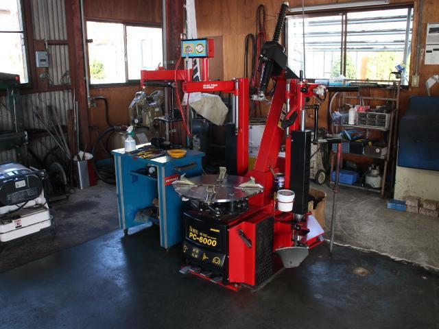 タイヤチェンジャー、テスターなど設備も充実しております!