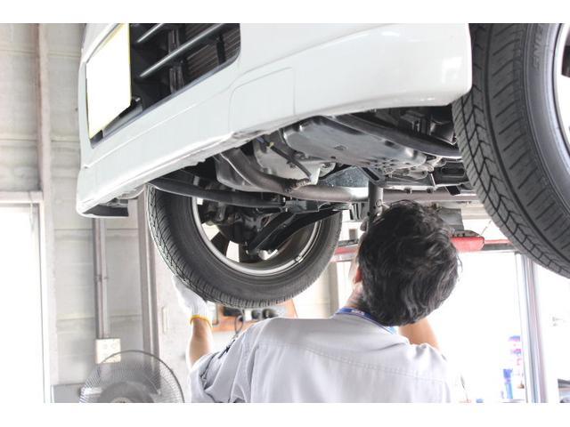 車検や点検はもちろん修理や板金も行っております。