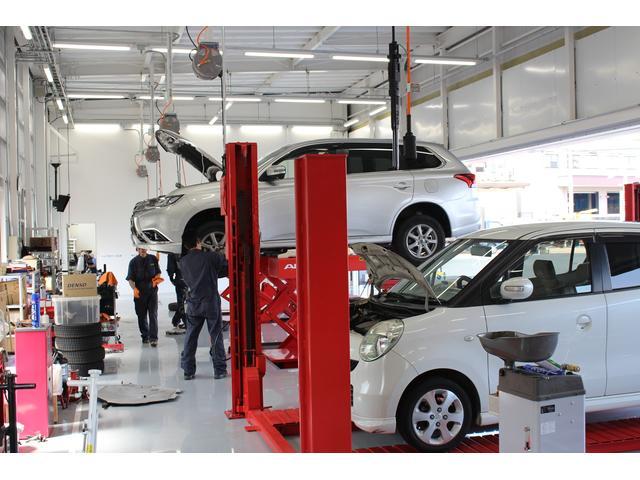 2級自動車整備士5名体制による安心整備!