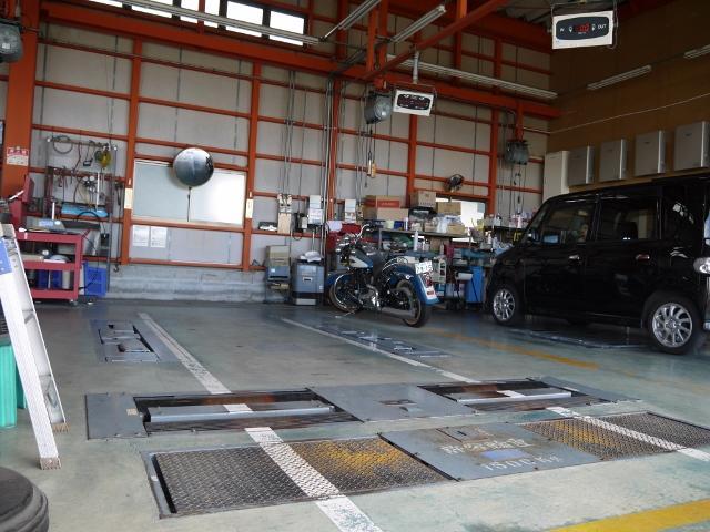 車検検査ラインも自社工場に完備しておりますので、車検検査を陸自に持ち込む必要はございません!