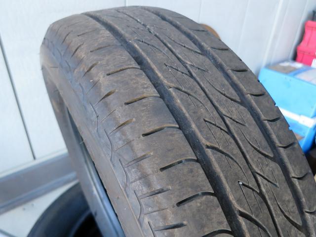 中古タイヤも取扱しています!溝がしっかり残った状態の良いものもありますよ!