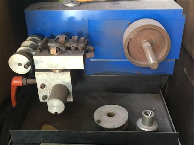 ブレーキロータ研磨機も完備しています。