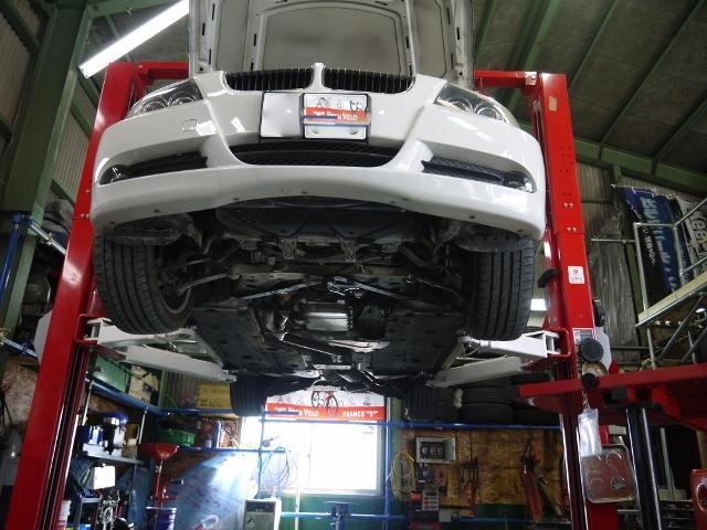元・新車ディーラーで整備士をしていた経験を活かし、安心・丁寧な作業を行っております。