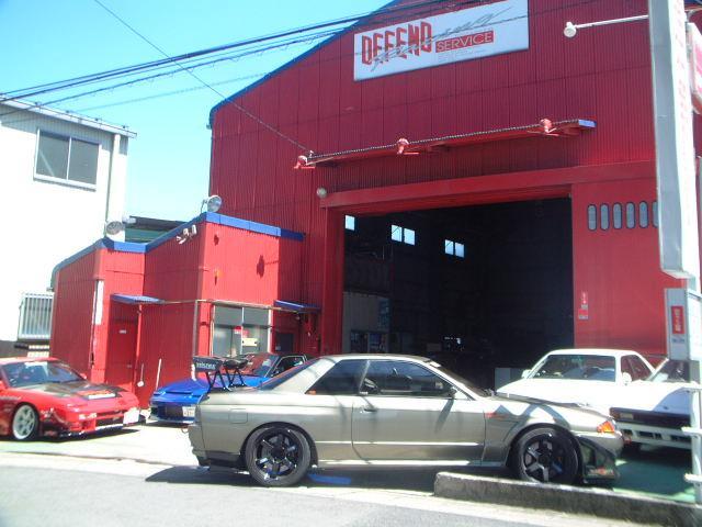 ディフェンドレーシング店舗!目印はレッドのお店。この中に技術と信頼が詰まってます!