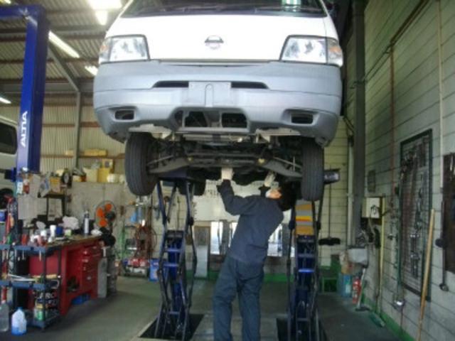 技術力の高い職人がお客様のお車を整備致します。