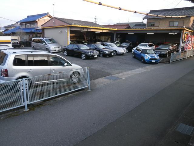 輸入車を常時30台以上展示。現在、VOLVOに関しては、各グレード・価格・装備など数台、用意してます