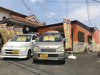 白とオレンジを基調にした外観です。ユーザー買取の車をお値打ちに取り揃えています。