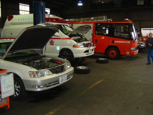 全5基のリフトを完備しています。車検・整備に迅速で正確な作業を提供しています。