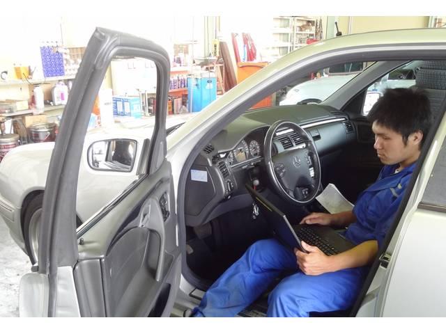 自動車の各コンピューターセンサーの信号をデータとして読み取ることで、手の届かない部品も診断できます!