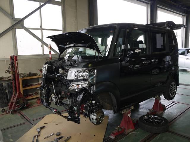 フレーム修正機を備え、骨格部分への損傷を受けた車両の修理にも対応しています。
