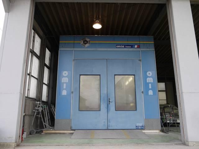 こちらも当社自慢の塗装ブース!高品質な仕上がりを求める上でなくてはならないスペースです