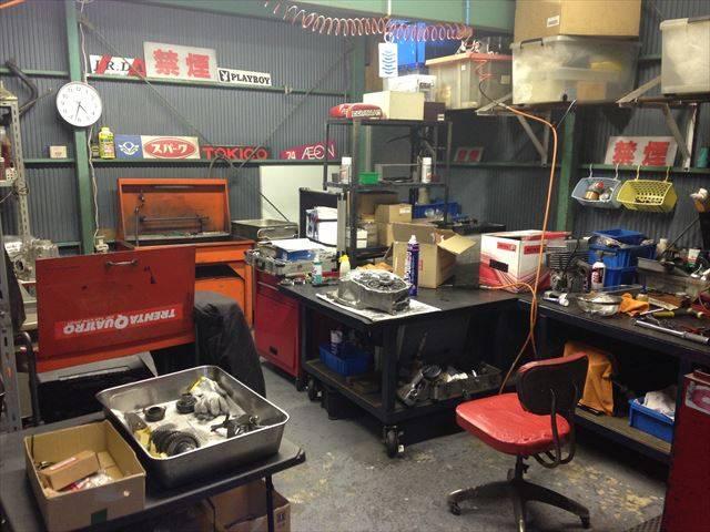 工場奥には専用の作業場も完備!小さな部品からオリジナル部品まで多種に渡って対応します!