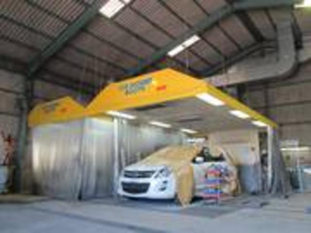 イオンシャワーブース2基、大型車両の塗装も可能です。