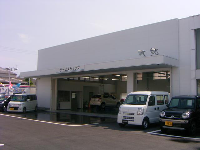 陸運局認証車検工場と、充実の設備、熟練のスタッフがそろったアイワ自動車ならではの安心です。
