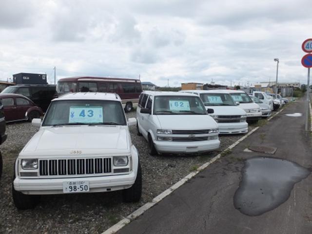 輸入車・国産車問わず販売しておりますのでお気軽にお問合せ下さい。