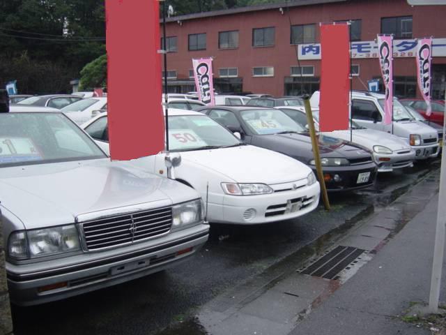 お買得国産車コーナーです。常時約50台展示してありますので、お気に入りの1台が見つかります。