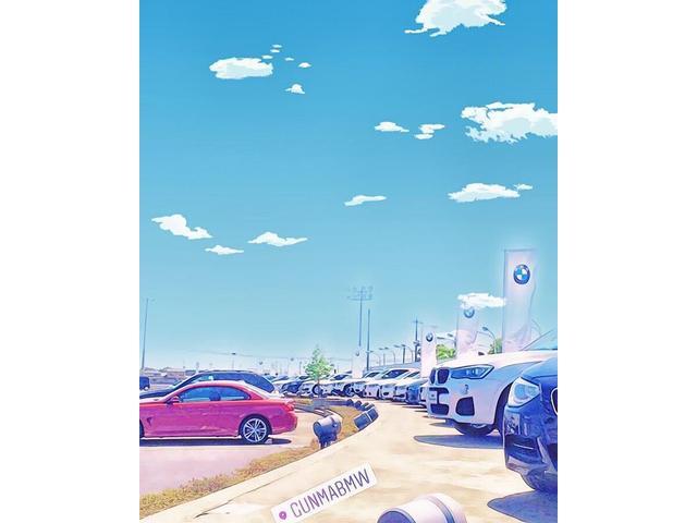 中古車は専用ステージに展示!広々したスペースでゆっくりご覧いただけ、駐車場も広く安心して駐車可能!