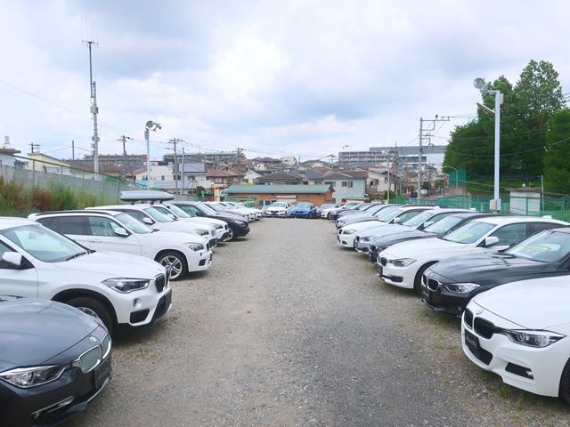 関東最大級の輸入車専門大展示場には常時100台以上の在庫車が各シリーズ毎に展示されております。