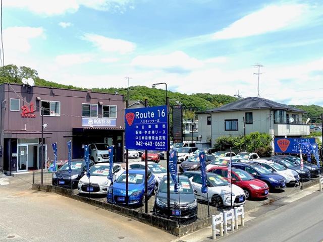 国道16号沿いで青い看板やのぼりが目印です。16号バイパス側道沿いで店舗脇にお客駐車場御座います。