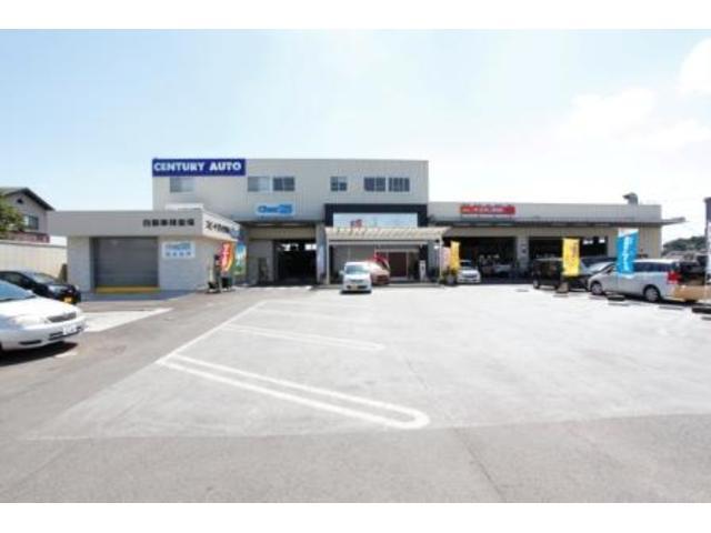 最新の車検工場と鈑金塗装工場を併設。購入するおクルマのメンテナンスもばっちりお任せ下さい。
