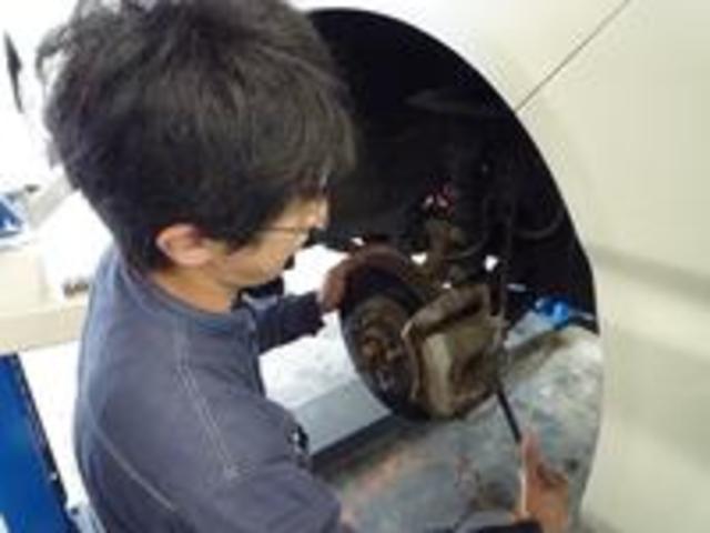 ブレーキ関連は特に安全を重視した整備を行います。