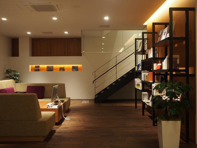 店内は落ち着いた雰囲気でゆっくりとくつろげる空間となっております