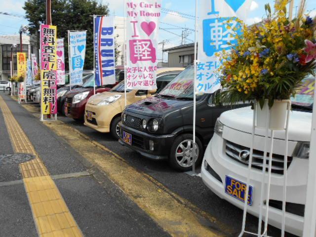 お客様駐車場を広くご用意しておりますのでお気軽にお立ち寄り下さい。