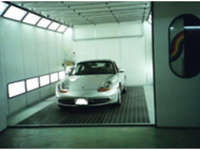 イタリア製塗装ブースで国産車から高級外車まで最高の仕上がりをお役束いたします。