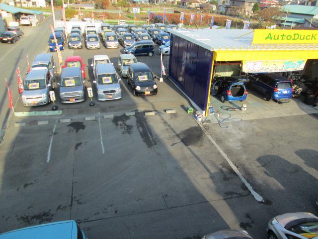 お客様専用駐車場は事務所建物裏、工場横にございますのでご利用ください。