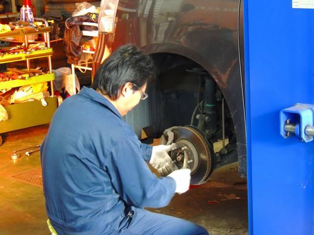 の整備や点検、車検のことなどプロがお客様のお手伝いを致します。