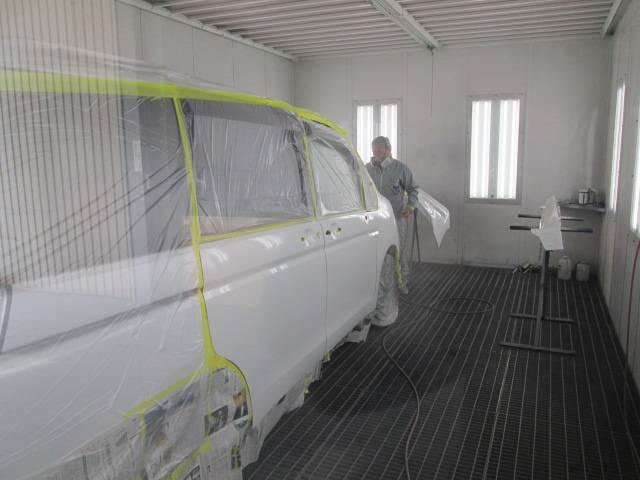 ペイント作業は、もちろん塗装ブースで!