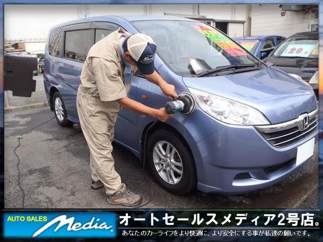 鉄粉を除去してポリッシャーバフで綺麗に磨いた車はもちろん他社とは比べ物になりません。綺麗な内外装です