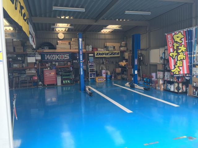 入庫点検、納車整備、アフターメンテナンスまできれいな認証工場で2級整備士が対応させて頂きます。