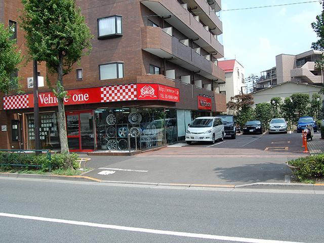 環七沿いで駐車場も併設されています。