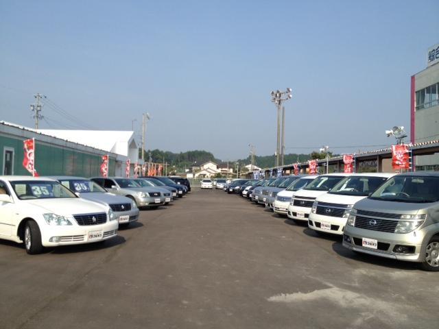 ミニバン・軽自動車を中心に常時40台以上の在庫が展示してあります。