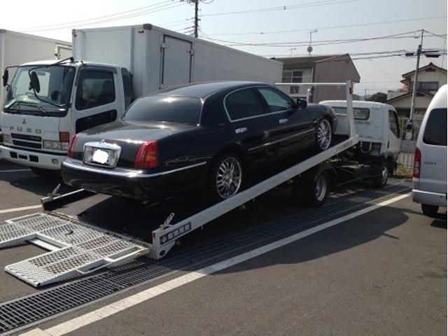大型車輌も積める自社積載車も完備しています。