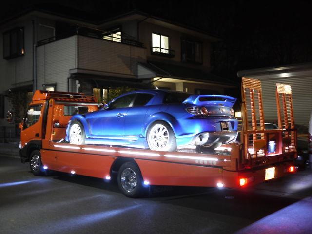 自慢の積載車も完備しております!急なトラブルでお困りの方にも可能な限りご対応させていただきます。