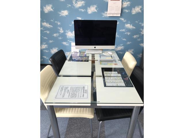 商談テーブル最新Macです!!