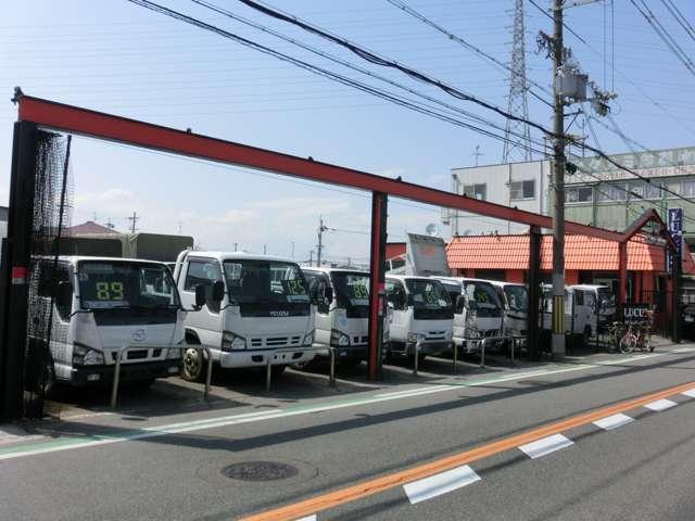 大阪でトラック(Wキャブ、ダンプ、パワーゲート等)・商用バンなど、厳選車を80台以上展示してます!