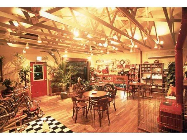 カフェと見まがうような店内。マニアも喜ぶ逸品も・・・?