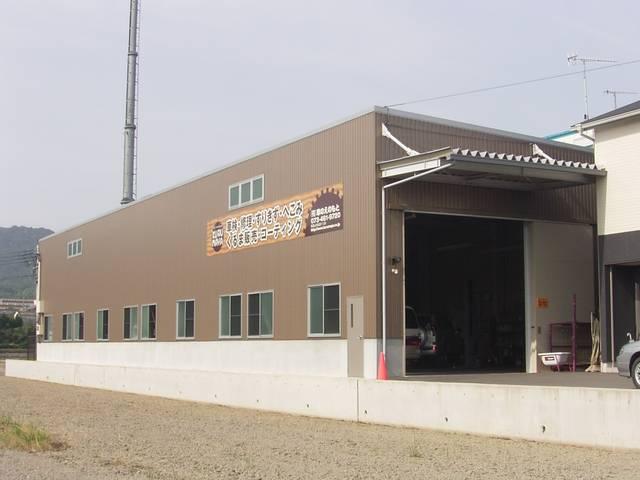 本社、認証整備工場です。工場内は広く、整備士・職人も多くキャパに自信があります。