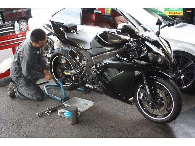 バイクのタイヤ交換も大の得意です!是非当店にお任せください♪直送OKです!!